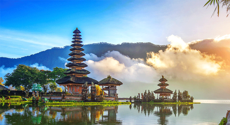 Batukaru-Temple-and-Mountain